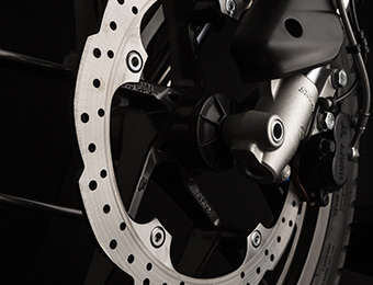 Remmen van elektrische Zero DS-motorfiets