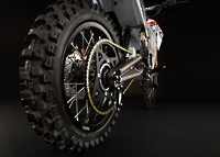 Die Hinterräder des Elektromotorrads Zero MX